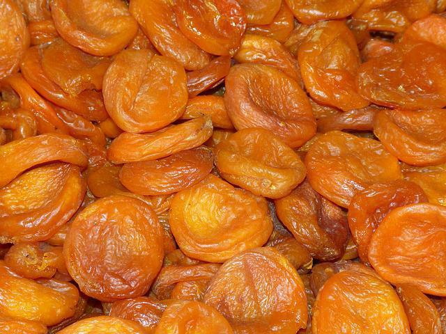 useful properties of apricot for humans and contraindications
